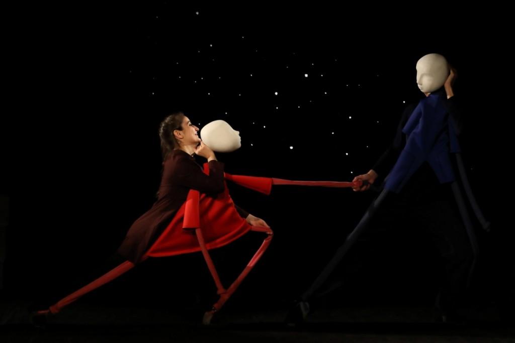 """Сцена от спектакъла """"Светулки"""" от Андрей Филипов, реж. Катя Петрова, Театър 199"""